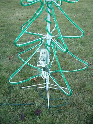 2008-12Christmas-23-Lights-CordRouting.jpg